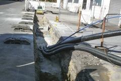 Kabelbau - Verlegung von Heizleitungen und Leerrohren sowie einer Wasserleitung im Mehrsparten-Graben.