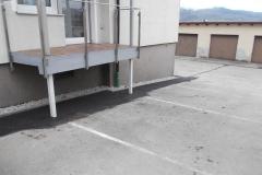 Keller- / Mauertrockenlegung - Abgeschlosse Baumaßnahme mit Traufstreifen und Asphaltierung.