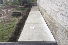 Abdichtung Lüftungskanal - Um einen nutzbaren Weg zu schaffen, sind anschließend Betonplatten verlegt worden, die eine lastverteilende Wirkung erzielen.