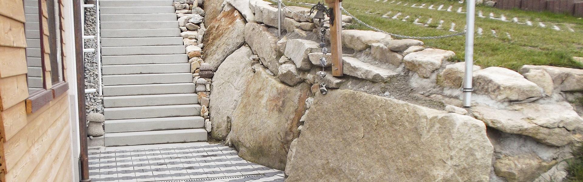 Garten- und Landschaftsbau - Betontreppe, Natursteinmauer, Pflaster